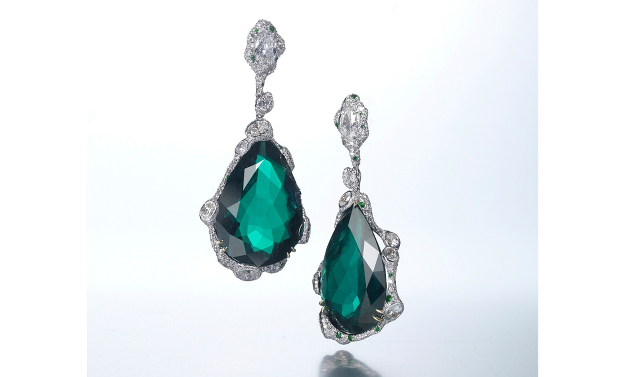 CINDY CHAO, The Art Jewel, Black Label Masterpiece Emerald Drop Earrings. Drop earrings with emerald (63cts) highlighted by diamonds set in 18kt white gold.