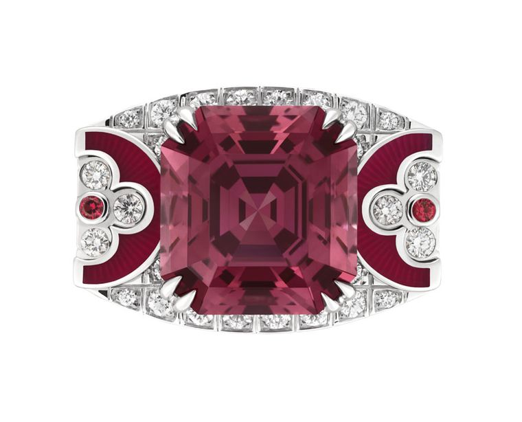 The top of this Louis Vuitton Flashforward ring reveals two iconic LV motifs surrounding a large red spinel from Tanzania. From the Voyage dans le Temps Dentelle de Monograme collection