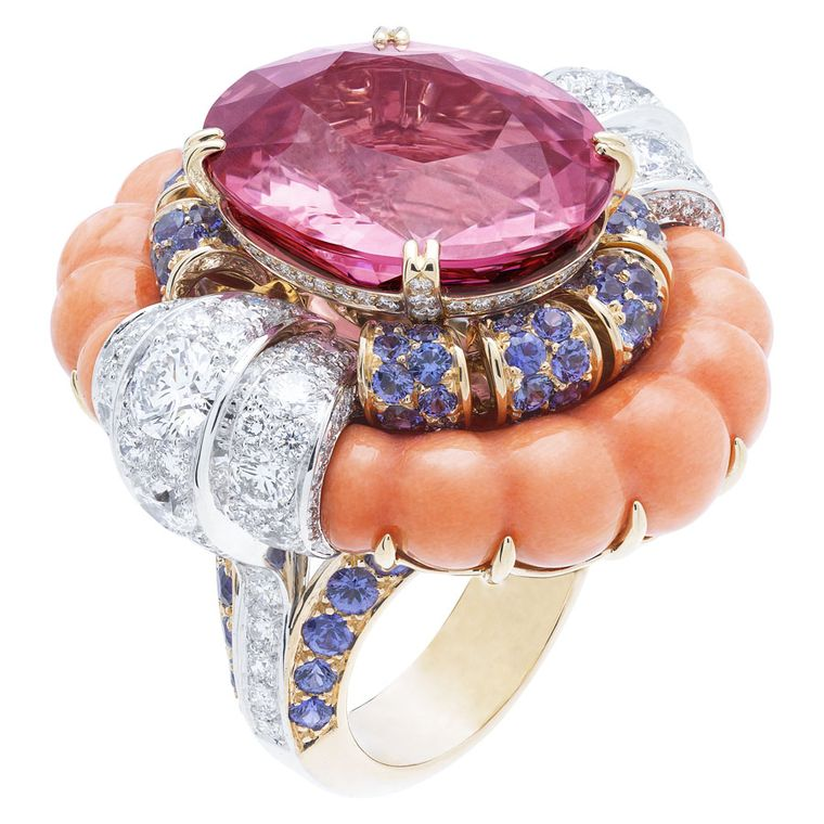 Van Cleef & Arpels Pierres de Caractère Summer Cocktail ring in white gold, with round diamonds, pink gold, coral, round mauve sapphires and one oval-cut pink spinel of 21.19ct.