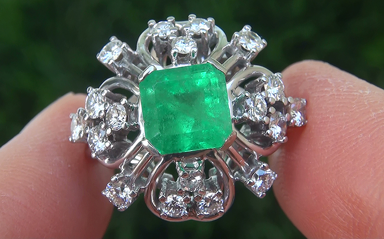 Exquisite Estate 2.85 ct Natural Colombian Emerald Diamond 18k White Gold Dinner Ring