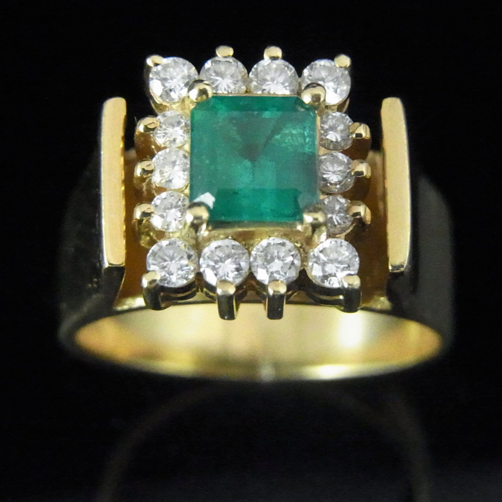 Vintage Emerald Diamonds 18k Yellow Gold Ring Mid Century Estate Jewelry