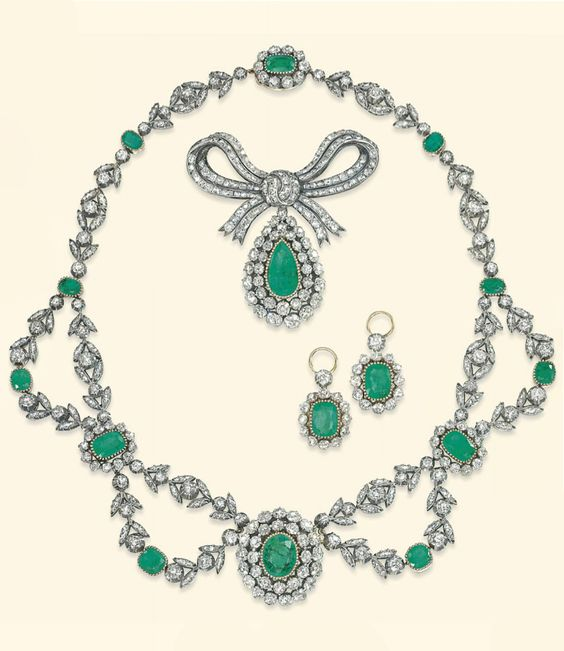AN ANTIQUE EMERALD AND DIAMOND PARURE