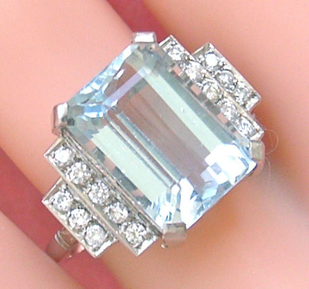 VINTAGE ART DECO 10 CARAT AQUAMARINE .44ctw DIAMOND PLATINUM COCKTAIL RING 1950