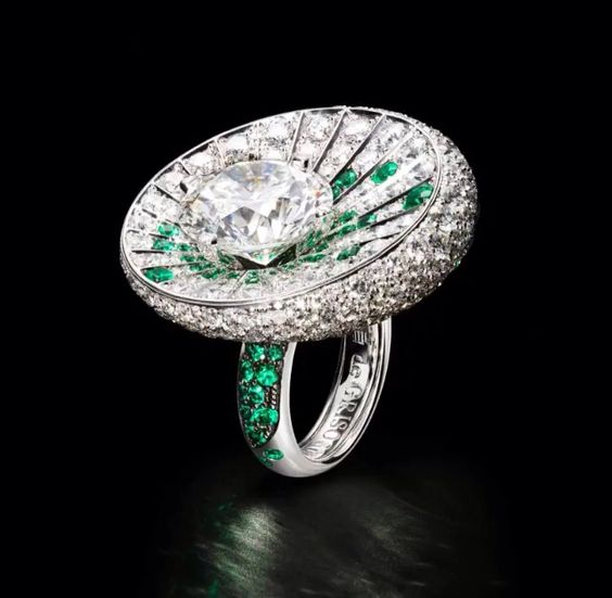 De Grisogono high jewellery emerald and diamond ring