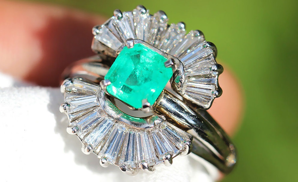 Vintage Emerald Ballerina Ring with Diamonds in 14kt White Gold 2.65ctw