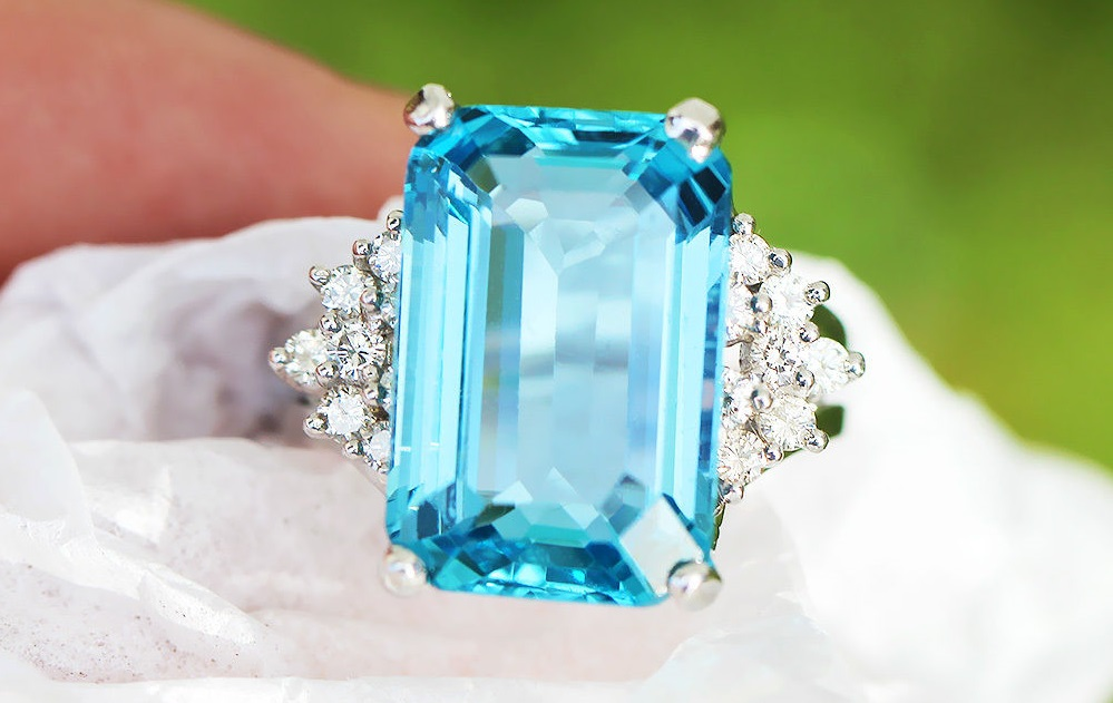 GIA Certified 13.58ct Aquamarine 14K White Gold Solitaire Ring with Diamonds