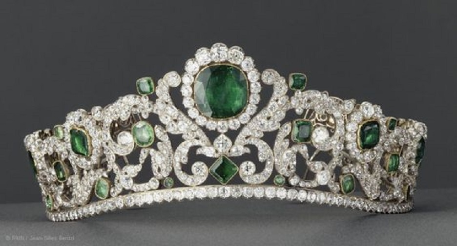 Angouleme Emerald Tiaraor Marie-Therese, Duchesse d'Angouleme, daughter of Louis XVI and Marie Antoinette, in 1819-1820. Later worn by Empress Eugenie.