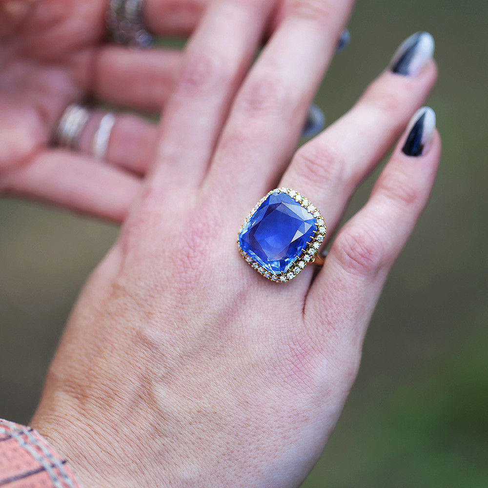 Certified Madagascar Sapphire Ring with Diamonds in 18Kt Yellow Gold 23.75ct