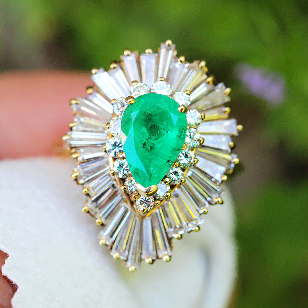 Vintage Pear Emerald Ballerina Ring with Diamonds in 18Kt Yellow Gold 5.40ctw
