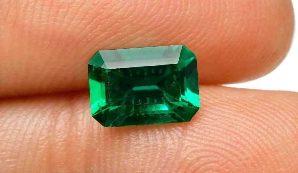 1.32Cts Green Emerald Loose Gemstone Emerald Cut Gubelin Certified